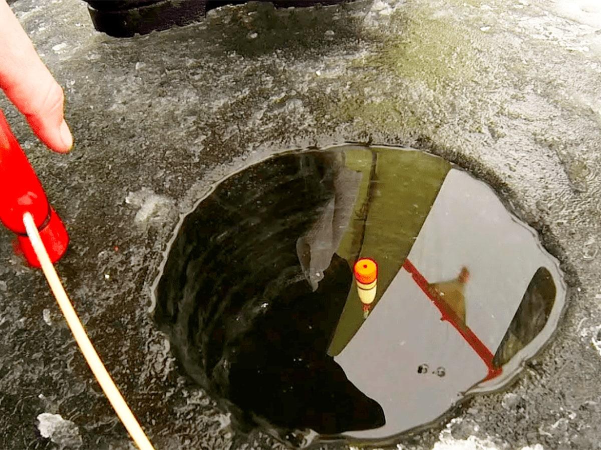 Зимняя ловля рыбы поплавочными удочками